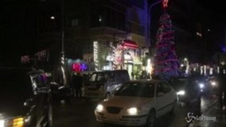 Siria, l'albero e le luci di Natale tornano a Damasco dopo anni di conflitto