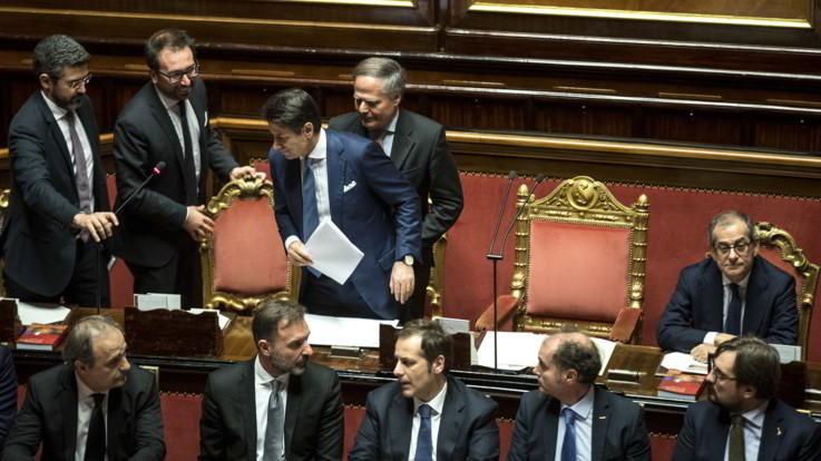 Manovra, Conte riferisce in Senato: ma Di Maio e Salvini lo 'lasciano solo'
