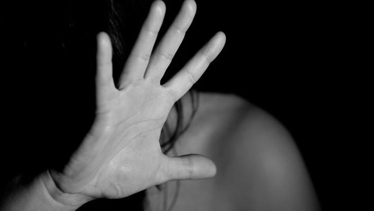 Eurispes, è un amore giovane e malato: il 40% non tronca una storia dopo una violenza