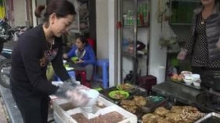 Alla scoperta delle frittelle di vermi, il piatto tipico vietnamita