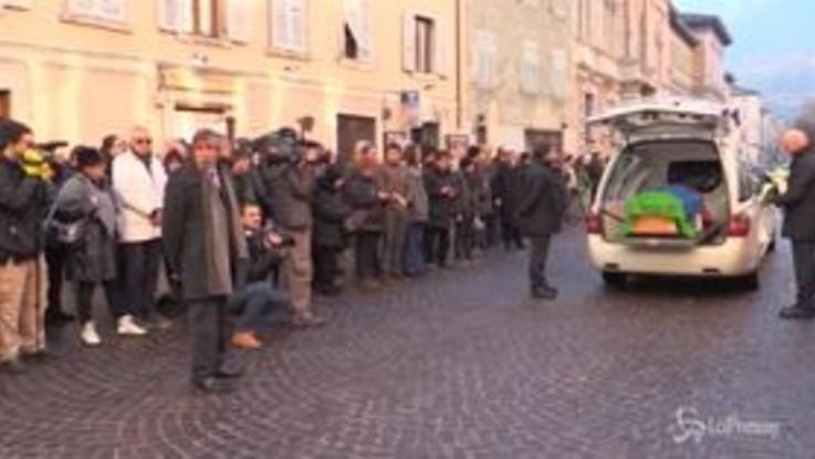 Antonio Megalizzi, l'arrivo della bara e l'applauso della folla