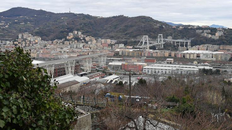 Genova, via alle demolizioni sotto il Ponte Morandi