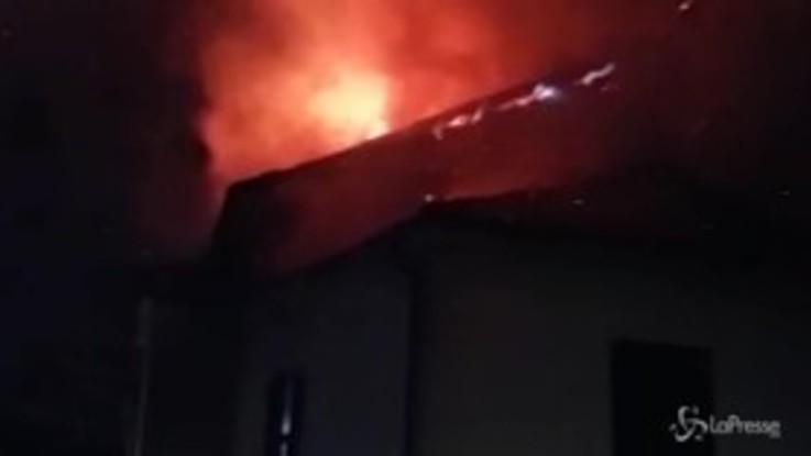 Acqui Terme, poliziotto fuori servizio salva quattro persone da un incendio
