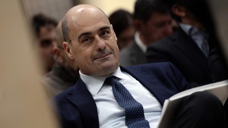 """Pd, Zingaretti chiude al passato: """"Utile, ma non torna"""". Calenda, mano tesa a Renzi"""