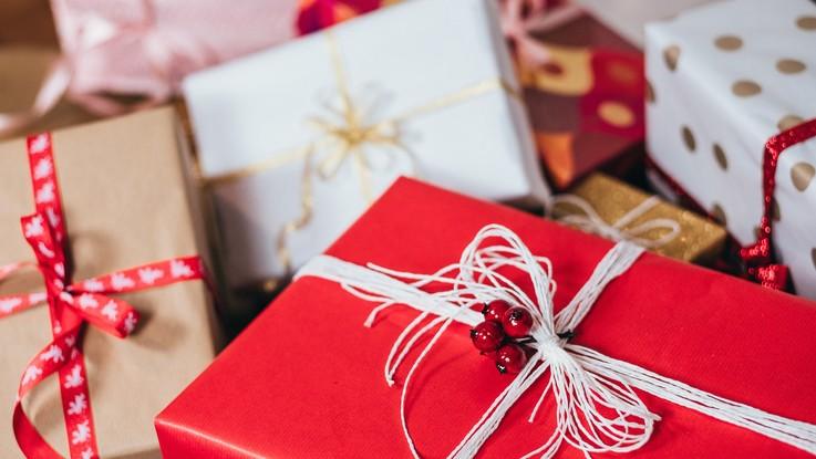 Prelibatezze, giocattoli e tanto high tech: cosa troveremo sotto l'albero di Natale