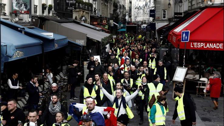 Francia, nuova protesta dei Gilet gialli: un morto. Raduno a sorpresa a Monmarte