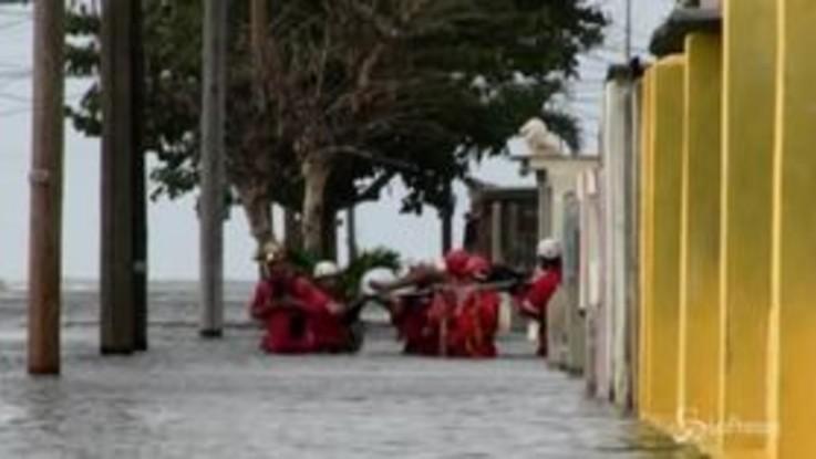 Inondazioni a L'Avana, migliaia gli evacuati