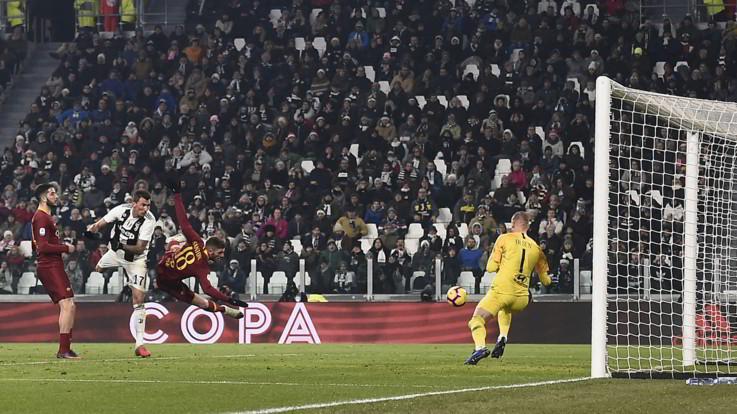 Ronaldo tira: palla in curva. Serie A, Juventus-Roma 1-0 | Live