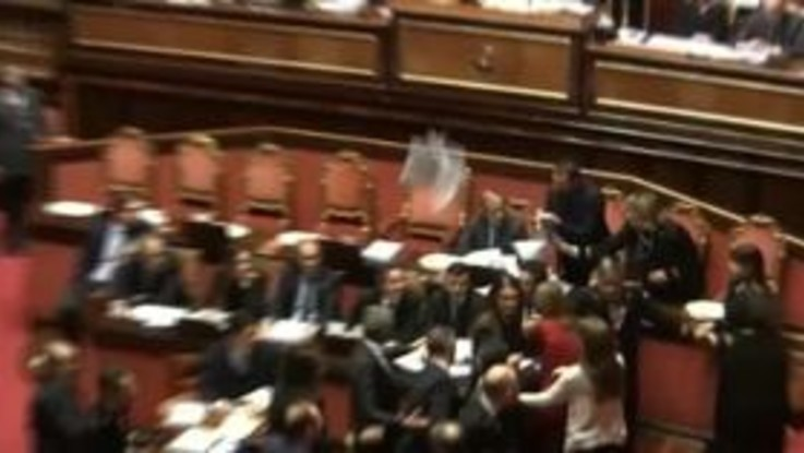 """Scontro al Senato sulla Manovra, Malpezzi (Pd): """"Questore Bottici mi ha messo le mani addosso"""""""