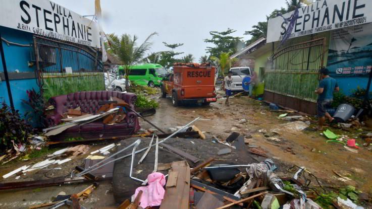 Indonesia, erutta vulcano e provoca tsunami tra Giava e Sumatra: 168 morti e 745 feriti