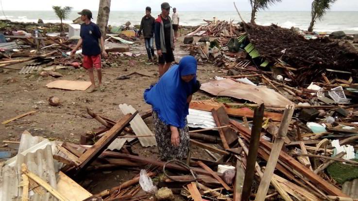 Tsunami e disastro in Indonesia: oltre 200 morti nelle isole tra Giava e Sumatra
