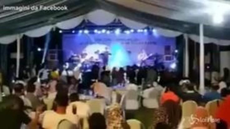 Tsunami Indonesia: band travolta dall'onda anomala durante il concerto