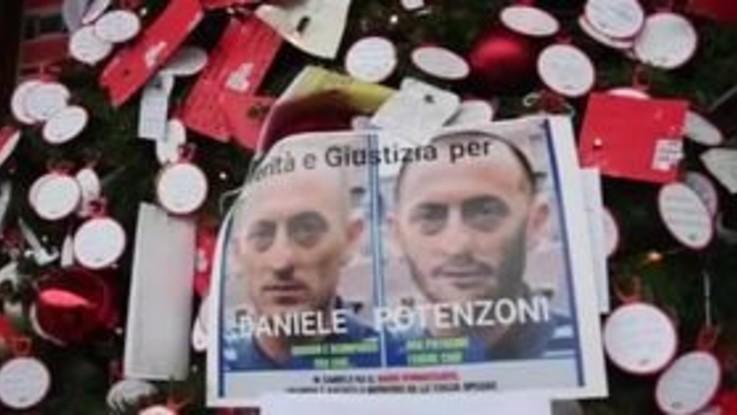 Roma, messaggi per gli scomparsi sull'albero di Natale a Termini