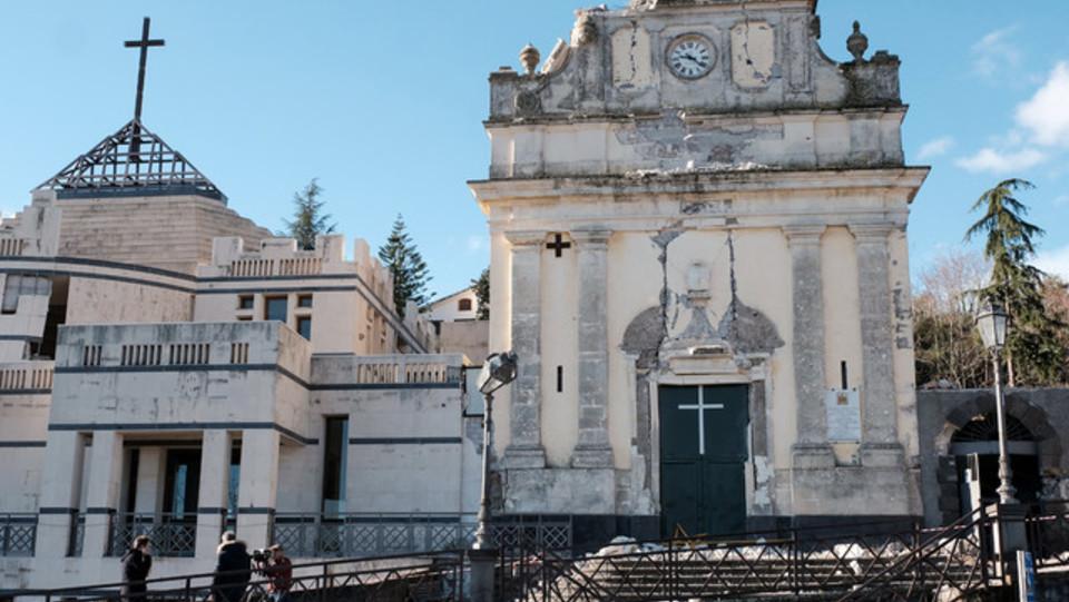 La chiesa danneggiata di Santa Maria della Provvidenza a Zafferana Etnea vicino a Catania ©