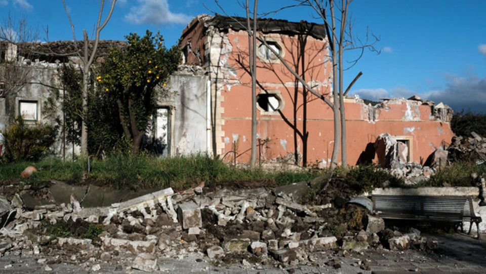 Un altro edificio danneggiato a Zafferana Etnea ©