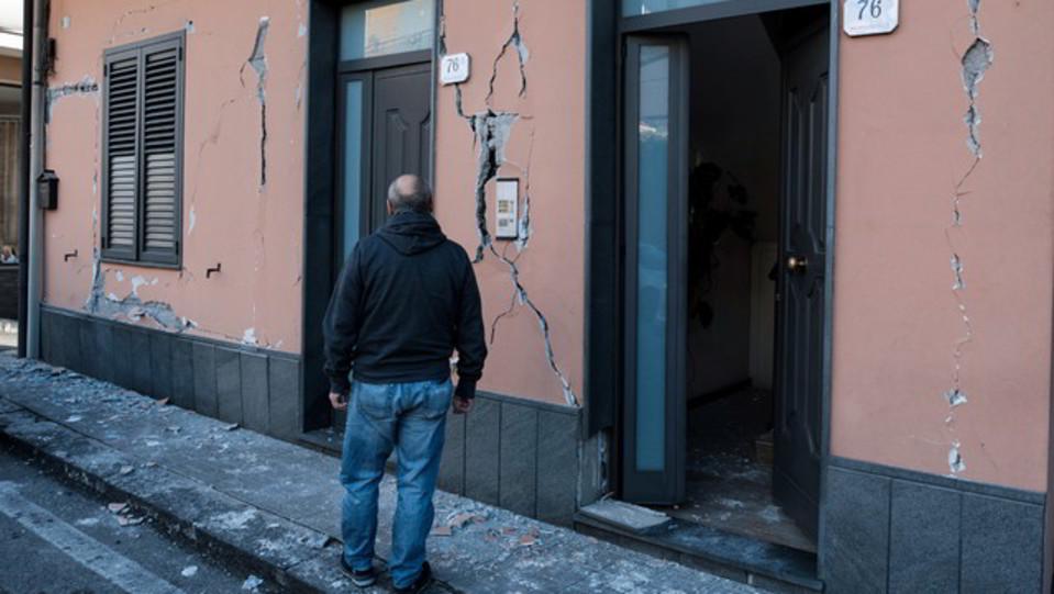 Le crepe sui muri delle abitazioni a Zafferana Etnea ©