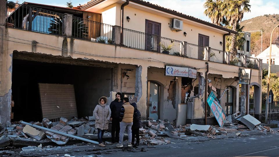 I calcinacci in strada a Zafferana Etnea ©