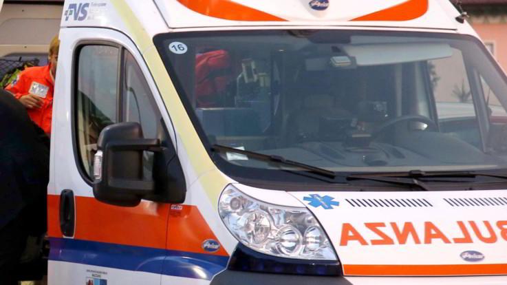 Ancona, migrante morto aggrappato sotto un tir: si cerca il mezzo