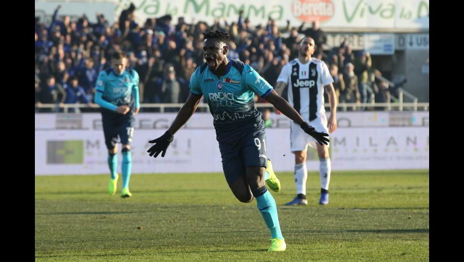 Zapata esulta dopo il gol dell'1-1 ©