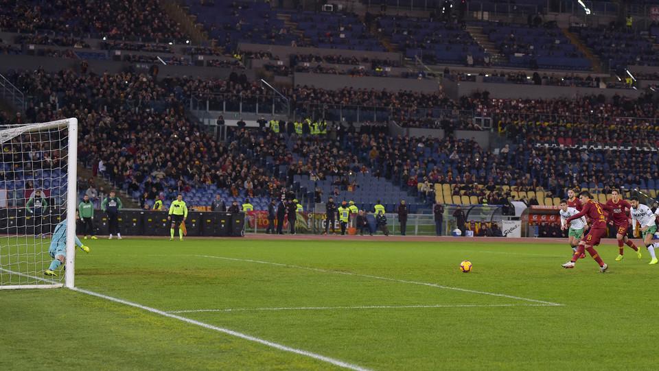Perotti fa 1-0 dagli undici metri ©