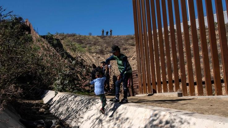 Usa, muore secondo bimbo al confine con il Messico: controlli medici su tutti i bambini-migranti