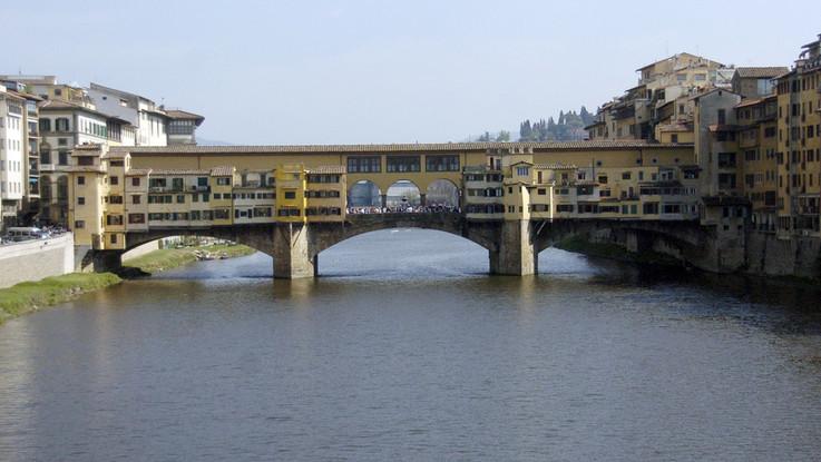 Firenze, individuato il furgone-pirata che ha danneggiato la colonna del Corridoio Vasariano