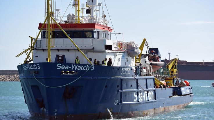 Migranti, Sea Watch verso la Libia per soccorrere gommone con 75 persone a bordo