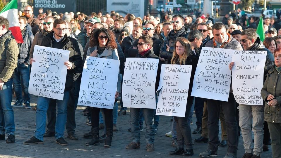 Roma, piazza della Repubblica, la protesta degli NCC ©