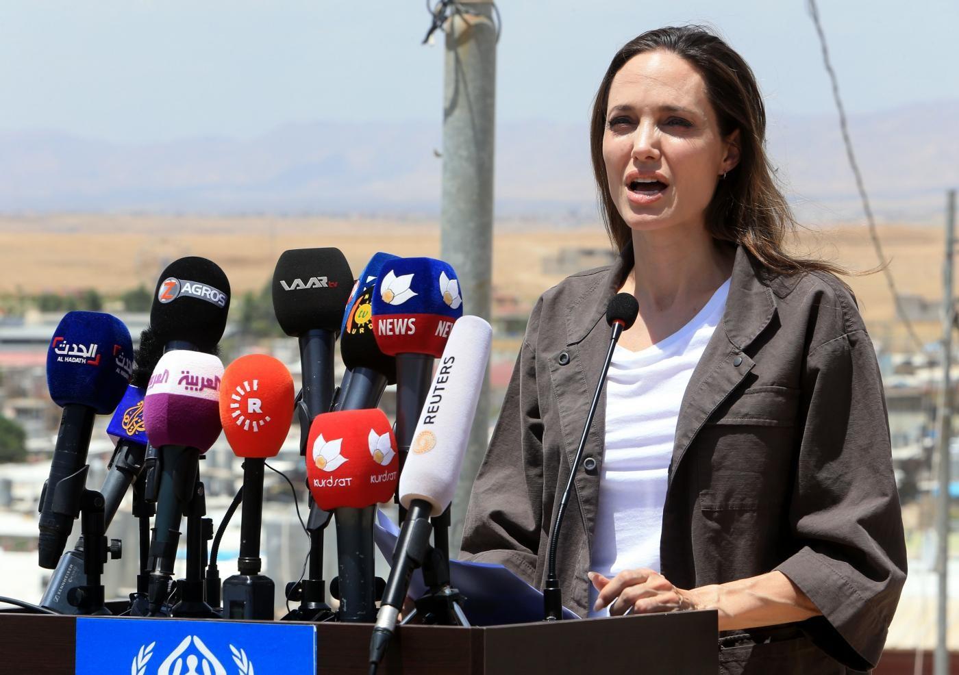 """Dal cinema alla politica, Angelina Jolie: """"Potrei entrarci presto"""". E non esclude la corsa per la Casa Bianca"""