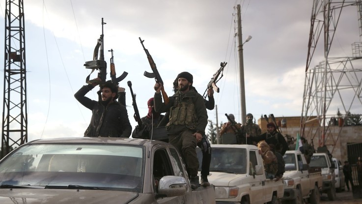 Siria, nuovo asse curdi-Assad contro Turchia: esercito a Manbij dopo 6 anni