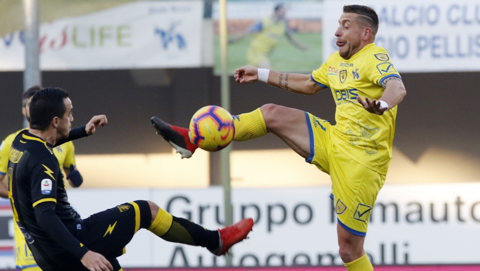 Giaccherini al 76' decide la partita: il suo gol porta il Chievo alla vittoria ©