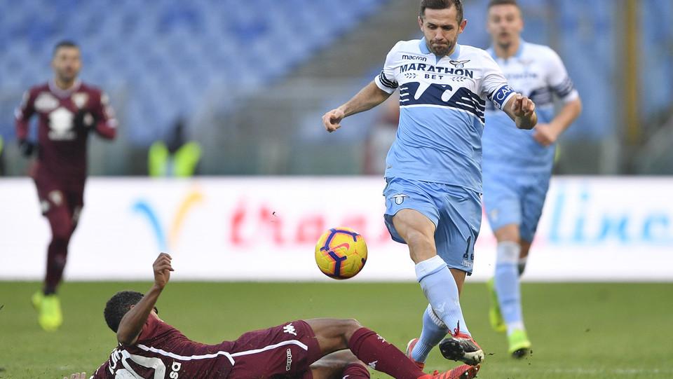 Senad Lulic (Lazio) e Koffi Djidji (Torino) ©