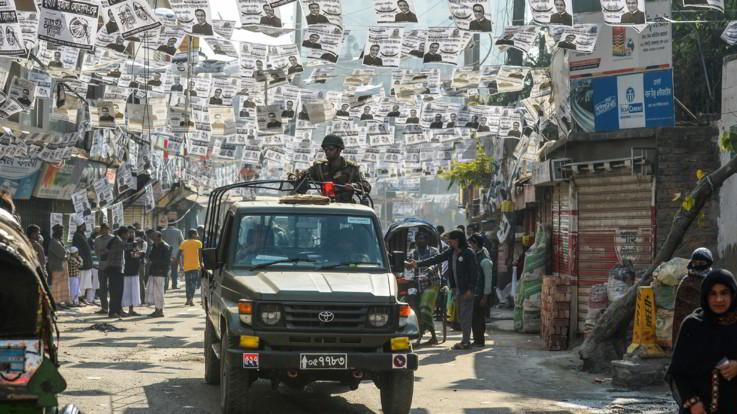 Bangladesh, scontri nel giorno delle elezioni: almeno 12 morti