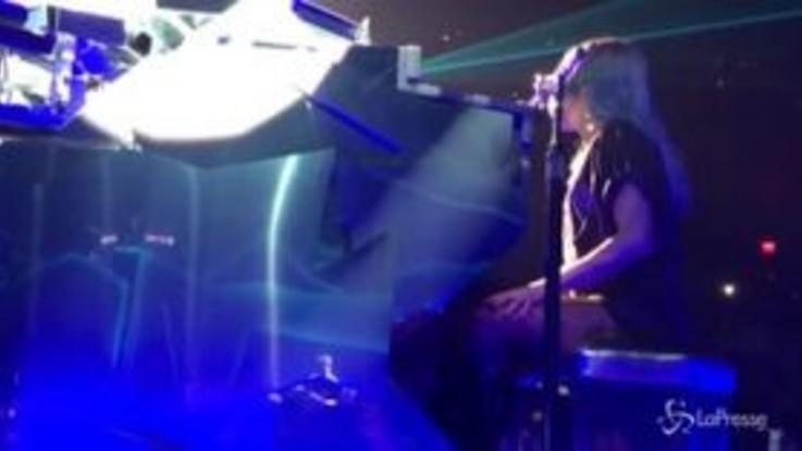 Las Vegas, Lady Gaga scoppia a piangere mentre canta