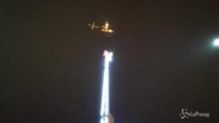 Capodanno da incubo a Rennes: bloccati su una giostra a 55 metri d'altezza