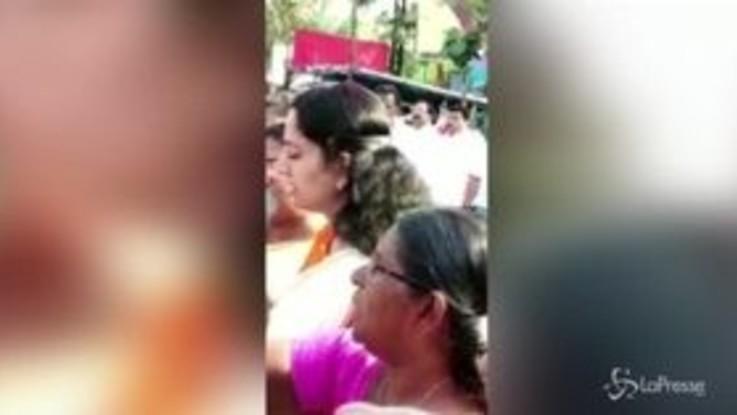 India, muro umano delle donne contro la discriminazione di genere