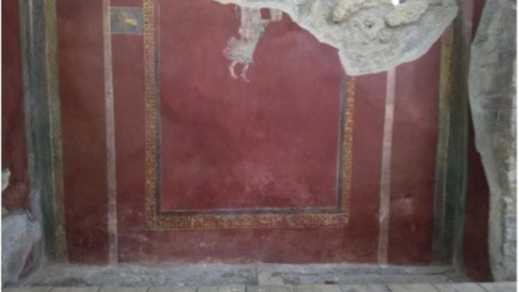 Pompei, torna visitabile, dopo il restauro, la Schola Armaturarum