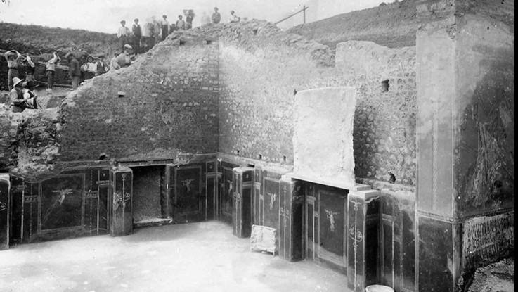 Pompei, il restauro della Schola Armaturarum