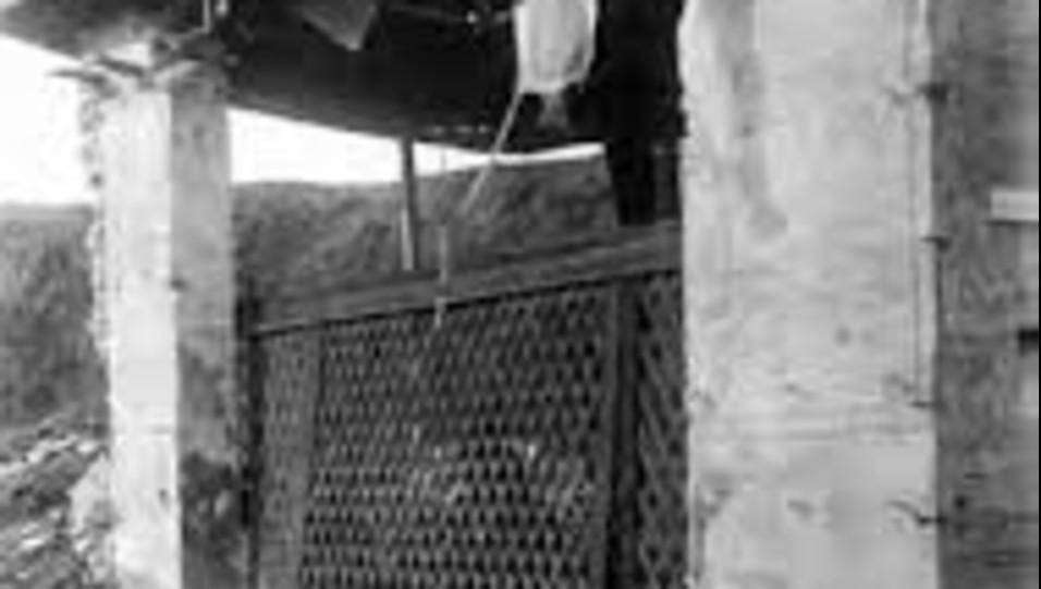 La Schol dopo i bombardamenti del 1943 ©