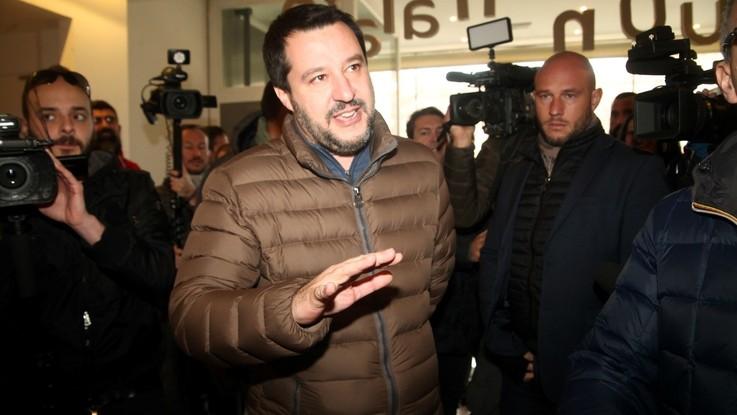 'Bacioni', nutella e i 49 milioni: botta e risposta social tra Salvini e J-Ax