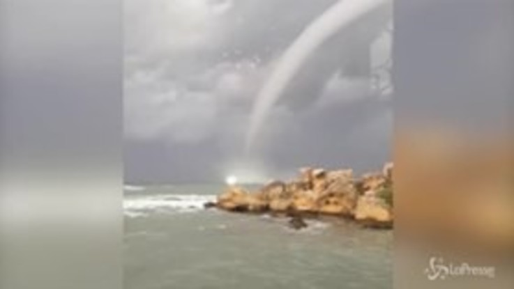 Cipro, tromba d'aria marina nel nord dell'isola: le spettacolari immagini