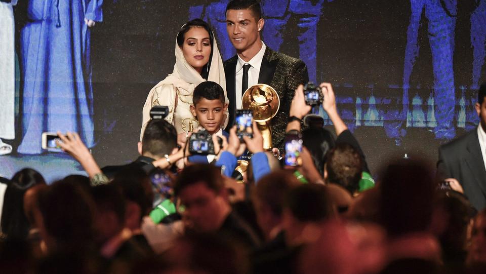 Ronaldo, Georgina e Cristiano Jr ©