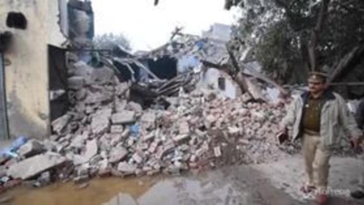 India, sei morti nel crollo di un edificio a Nuova Delhi