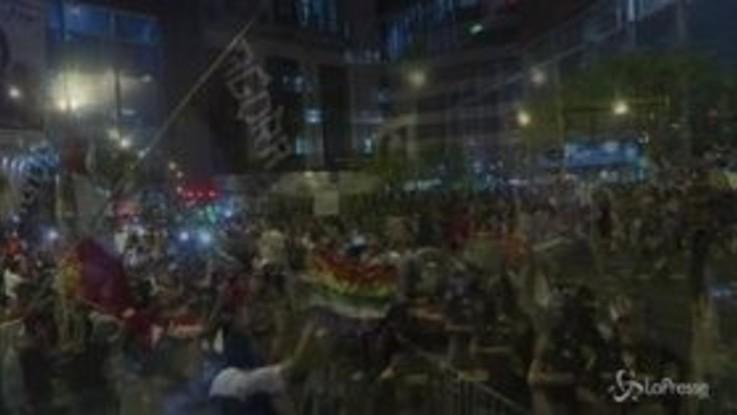 Perù, in centinaia alla manifestazione anti-corruzione di Lima