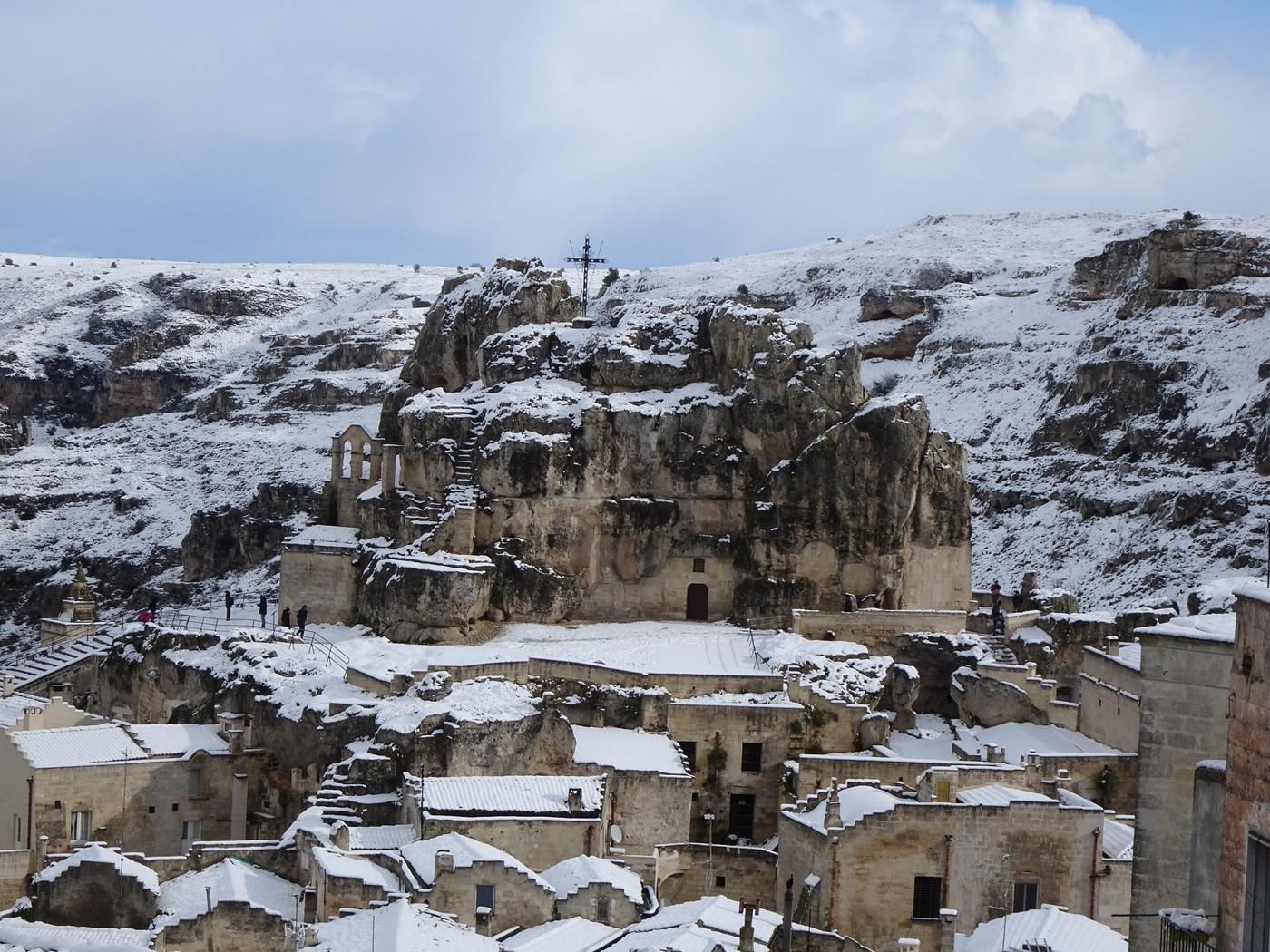 """Matera, lo spettacolo dei """"Sassi"""" sotto la neve"""