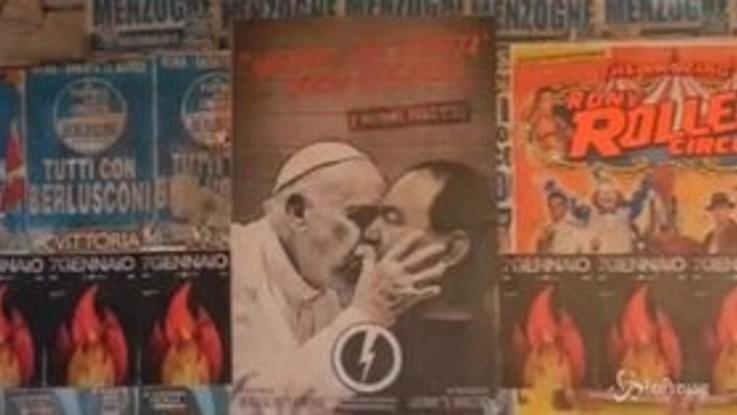 Bacio tra Papa Francesco e Mimmo Lucano: manifesto di estrema destra a Roma