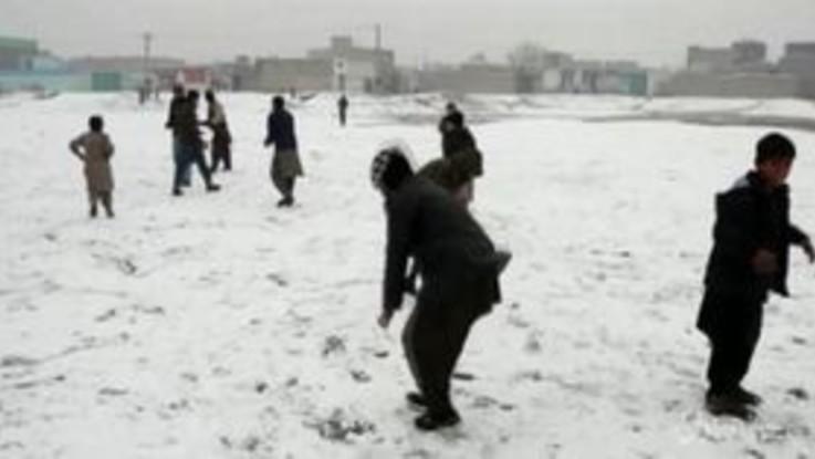 Neve in Afghanistan, imbiancata la città di Kabul