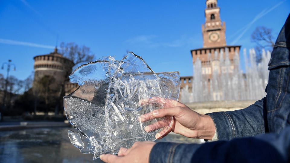 La fontana di Castello Sforzesco ghiacciata ©