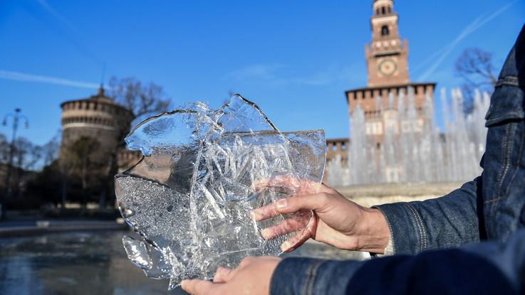 Il grande freddo a Milano. Ghiaccio a Castello Sforzesco