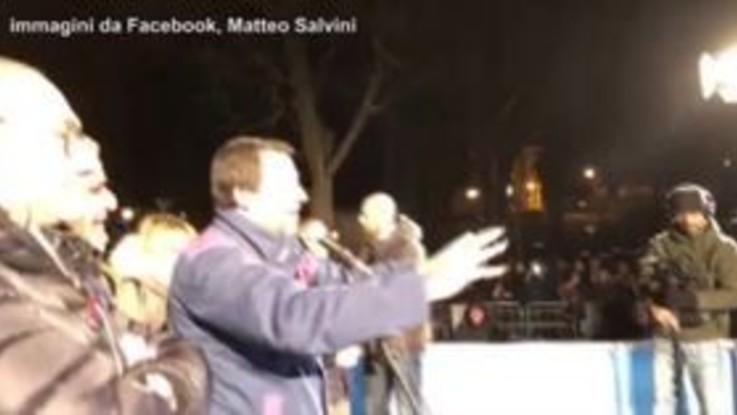 """Salvini ai contestatori: """"Tornate nei centri sociali a drogarvi"""""""